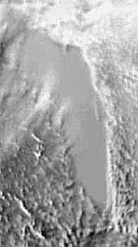 Поверхность Антарктического ледникового щита в районе станции Восток с контурами озера. Снимок из космоса.